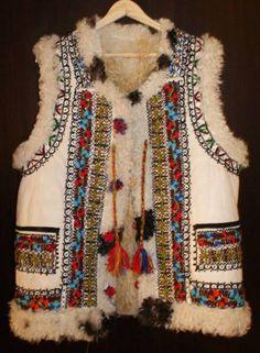 Cojoc țărănesc moldovenesc Popular Costumes, Cool Jackets, Tribal Fashion, Folk Costume, Traditional Outfits, Romania, Boho Chic, Ethnic, Vest