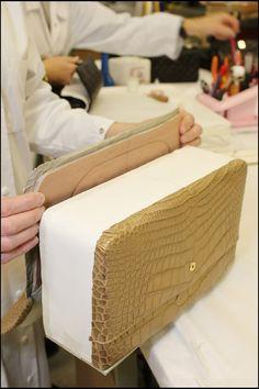 4a95e75aa5b Chanel-Bag-makingof-5 Leder Knutselen, Infamous 2, Handgemaakte Handtassen,