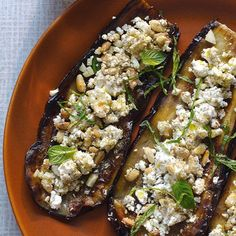 Gegrilde aubergine met feta - recept - okoko recepten Vegetarian Greek Recipes, Veggie Recipes, Low Carb Recipes, Dinner Recipes, Cooking Recipes, Healthy Recipes, Hangover Food, Feta, Good Food
