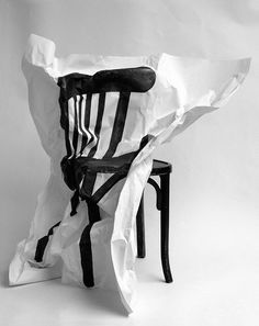 Black & White Photography Inspiration : Philippe Soussan Chaise I 2010 Sculpture Art, Sculptures, Photo Sculpture, Wow Art, Monochrom, Art Graphique, Grafik Design, Art Plastique, Installation Art