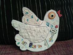 Alonso decora la paloma de la paz y descubre diferentes texturas