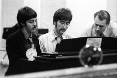 The Beatles - A Day In The Life - https://www.garage-rock-radio.com/the-beatles-a-day-in-the-life.html/