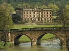 Photographic Print: Bridge over the River and Chatsworth House, Derbyshire, England, United Kingdom, Europe by Christina Gascoigne : Chatsworth House, Le Palais, Over The River, Parc National, English Countryside, Derbyshire, United Kingdom, Britain, Places To Go