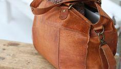 Leather Handbags, Messenger Bag, Style Me, Satchel, Cute Outfits, Bling, Clothes, Models, Shoulder
