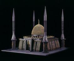 Iglesias, Mezquitas y Sinagogas hechas con balas y pistolas