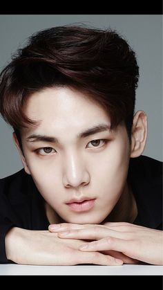 Key just stole my crazy fangirl soul with his piercing eyes!! He's just too incredibly beautiful for this world!! ❤❤