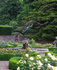 Mercure aux jardins privés, Glamis Castle, comté d'Angus, Ecosse,Grande-Bretagne, Royaume-Uni. #Glamis #Scotland
