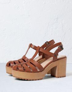 Sandalia Tacón Madera BSK - Zapatos - Bershka España
