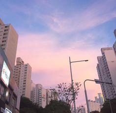 Ideas For Landscape Aesthetic Sky City Aesthetic, Aesthetic Photo, Aesthetic Pictures, Aesthetic Girl, Pretty Sky, Beautiful Sky, Beautiful Places, Images Esthétiques, Belle Villa