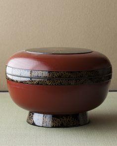 Japanese Maki-e lacquer bowl, Edo period (1603-1868) 蒔絵菊唐草文大食籠 江戸時代