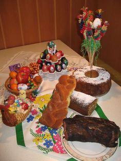 Potica ( the traditional Slovenia Sweet) + Easter eggs( Velikonocni pirhi) via www.zoolz.com