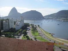 Vista da torre Oscar Niemeyer da Praia de Botafogo e Pão de Açúcar (Sugar Loaf).    Acesse a FGV no Facebook:  http://www.facebook.com/fgv.oficial