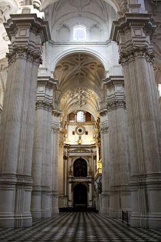 Interior de la Catedral de Granada. Diego de Siloé Granada, Marble Mosaic, Andalucia, Temples, Fresco, Renaissance Art, Italian Renaissance, Catacombs, Cathedrals