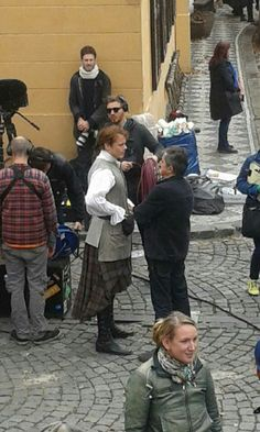 Sam Heughan (Jamie Fraser) and Caitriona Balfe (Claire Fraser) film season two of Outlander in Prague Outlander Film, Outlander Season 2, Sam Heughan Outlander, Outlander 2016, Diana Gabaldon Books, Diana Gabaldon Outlander Series, Saga, Jaime Fraser, Sam And Cait