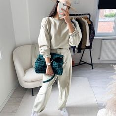 SARRA (@roseandmusc) • Photos et vidéos Instagram Boyish Style, Comme Des Garcons, White Jeans, Normcore, Photos, Instagram, Fashion, Moda, Pictures