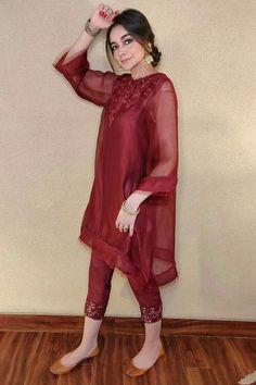 Pakistani Formal Dresses, Pakistani Fashion Party Wear, Pakistani Dress Design, Pakistani Outfits, Indian Fashion, Cute Dresses For Party, Designer Party Wear Dresses, Stylish Dresses For Girls, Casual Dresses