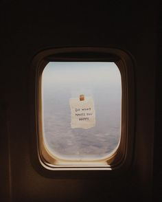 This American Airlines Flight Attendant Inspires Her Passengers With Tiny Window. This American Airlines Flight Attendant Inspires Her Passengers With Tiny Window Notes – Travel Aesthetic, Quote Aesthetic, Aesthetic Pictures, Packing Tips For Travel, New Travel, Europe Packing, Traveling Europe, Backpacking Europe, American Airlines Flight Attendant