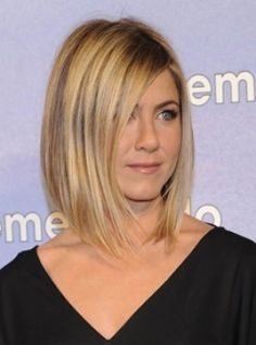 Jennifer Aniston at the Just Go With It premiere - new bob hairstyle