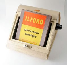Vintage-Ilford-Darkroom-Safelight-with-7-X-5-Inch-S-No-902-Filter