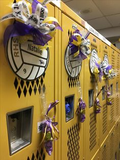 Locker signs cricut volleyball with metallic paper behind it. Name and year of graduation Volleyball Locker Decorations, Locker Room Decorations, Volleyball Crafts, Volleyball Team Gifts, Volleyball Party, Volleyball Ideas, Volleyball Outfits, Cheerleading Gifts, Basketball Gifts