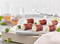 Prosciutto rolls with Boursin Garlic & Fine Herbs Prosciutto Appetizer, Prosciutto Crudo, Prosciutto Recipes, Cheese Appetizers, Appetizers For Party, Appetizer Recipes, Light Recipes, Quick Recipes, Wine Recipes