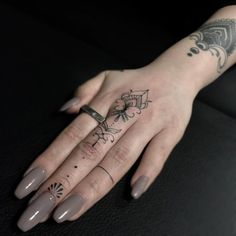 36 Cute and Amazing Finger Tattoo ideas for Women and Men Hands! finger tattoo cover up Finger Tattoo Designs, Finger Tattoos Fade, Finger Tattoo For Women, Best Tattoos For Women, Bad Tattoos, Tattoo Designs For Women, Tattoos For Guys, Sleeve Tattoos, Cool Tattoos