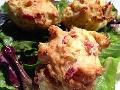 Des muffins croustillants salés à la ricotta, bacon et parmesan. Prêts en 5 minutes.