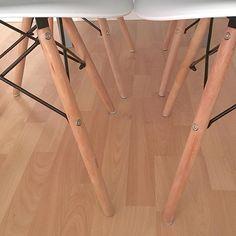 Habemus sillas molonas en todos los aspectos!! Son un chollo!! Y están súper bien!son de @duehome . Tienen sillas de todas las maneras y super bien de precio! 📌pack de 4 sillas tower wood ➡️69,90€  Y con este pedazo de chollo os damos las buenas noches!hasta mañana bombones!! #sillaseames #duehome #sillasmolonas #deco #decohome #nordic #nordicstyle #nordicshome #nordicinspiration #sillatowerwood #decoracion