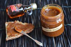 Caramel d'érable : délicieux caramel au beurre salé réalisé avec du sucre et du sirop d'érable. Idéal à tartiner sur des crêpes, du pains ou des pancakes !