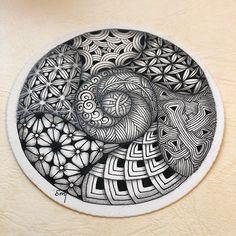 #zentangle #inktobertangles2017 day11~20 #zenart #tangle #pattern #patternart #penart #illustration #mindfulness #ゼンタングル #ゼンタングルアート #インクトーバー2017年 #パターンアート #ペン画 #毎日続ける #1日1個 #マインドフルネス Tangle Doodle, Tangle Art, Zen Doodle, Doodle Art, Mandala Doodle, Zentangle Drawings, Doodles Zentangles, Peyote Patterns, Zentangle Patterns