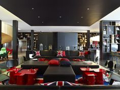 Looking for the citizenM London Bankside London ? Check our special offers and deals on our collection: My Boutique hotel London Design Hotel, House Design, Boutique Hotels London, London Hotels, Citizen M Hotel, Citizenm London, Black Shelves, Hotel Interiors, Magcon