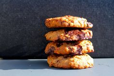 Double chocolate peanut butter cookies // Peanutbutter cookies med lys og mørk chocolate - anna-mad.dk Peanut Butter Cookies, Anna, Sweets, Bread, Food, Sweet Pastries, Goodies, Peanut Butter Chip Cookies, Essen