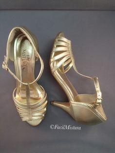 Sandália tiras em couro dourado!