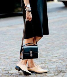 Остроносая обувь на плоской подошве творит чудеса: ноги становятся фантастически длиннее