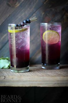 The blueberry lavender fizz cocktail is light, refreshing, and beautiful! The perfect summer cocktail for entertaining. Plus tips for making homemade sodas, mocktails, and other uses for the syrup. Drinks Alcohol Recipes, Non Alcoholic Drinks, Cocktail Drinks, Drink Recipes, Virgin Cocktails, Vodka Cocktails, Refreshing Drinks, Summer Drinks, Cold Drinks