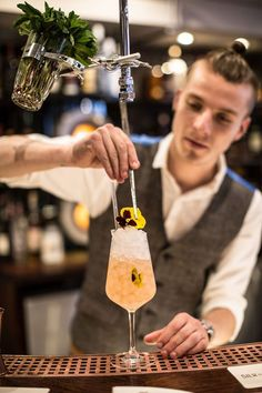 Silk & Grain solidifies the barrel-ageing trend with a programme of bottle-, barrel-, metal- and leather-aged cocktails. #cocktails #london #bestbars #drinks #barrelaged #booze #liquor #cocktailporn