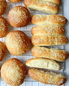 «Think what a better world it would be if we all, the whole world, had cookies and milk about three o'clock. Hot Dog Buns, Hot Dogs, Savoury Baking, Piece Of Bread, Frisk, Food And Drink, Rolls, Clock, Cookies