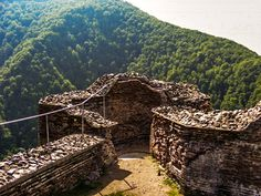 Poenari Castle, the Fortress of Vlad the Impaler – an incredible landscape, a piece of history and a bloody legend Vlad The Impaler, Dracula, Romania, Castle, The Incredibles, Tours, Landscape, Places, Searching