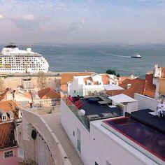 The old, the new and the river always at sight  #memmoalfama #memmohotels  #alfama #lisboa #lisbon #lisboa #portugal #visitlisboa #visitportugal #hotel #designhotel #terrace #rooftop