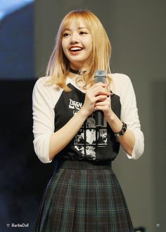 Lisa ! Oh that pretty little face when she smiles !! Perfection
