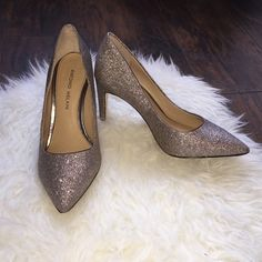 Antonio Melani Colette Pointed Toe Pumps Antonio Melani Colette Pointed Toe Pumps in Glitter! So comfortable and cute. Perfect for a night out.. Great condition! Size 7. ANTONIO MELANI Shoes Heels