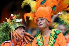 Pour les supporters des Pays-Bas, le ridicule ne tue pas, surtout quand leur équipe s'impose sans appel, 5-1 contre l'Espagne. © Photo AFP JAVIER SORIANO