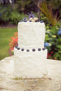 Wedding cake   Beach wedding inspiration   Photography by Tranquility Photography   www.borrowedandblue.kiwi