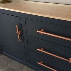 Kitchen Makeover Painted cabinets with copper door pulls: This makeover just happened - why did I wait so long? Americana chalky finish 1 part relic 1 part legacy. Very similar to BM hale navy. Best Kitchen Cabinets, Kitchen Cabinet Hardware, New Kitchen, Dark Cabinets, Brass Hardware, Bathroom Cabinets, Kitchen Ideas, Cabinet Doors, Copper Handles Kitchen