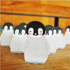 THIS WEBSITE IS AMAZING .. so many fun sticky notes and small purses ... Baby Penguin Sticky Note