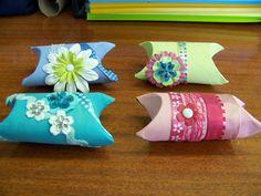 Rouleaux de papier toilette transformés en petite boîte cadeau pour la fête des mères...