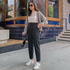 Hannah | COCOBEAUTEA (@cocobeautea) • Photos et vidéos Instagram Sunday Love, Happy Sunday, Cute Teacher Outfits, Yves Saint Laurent, Boyish Style, Mom Jeans, Celebrity Style, Summer Outfits, Vogue