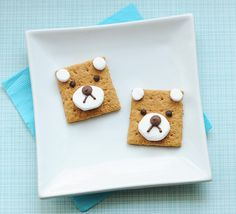 Teddy bear s'mores are almost too cute to eat. 19 Easy And Adorable Animal Snacks To Make With Kids Animal Themed Food, Animal Snacks, Animal Food, Snacks To Make, Easy Snacks, Kid Snacks, Delicious Snacks, Picknick Snacks, School Birthday Treats