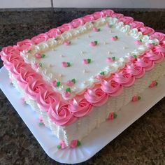 Shared by Find images and videos about pink, wedding and roses on We Heart It - the app to get lost in what you love. Cake Decorating Designs, Creative Cake Decorating, Cake Decorating Videos, Birthday Cake Decorating, Cake Decorating Techniques, Creative Cakes, Buttercream Cake Designs, Cake Icing, Cupcake Cakes