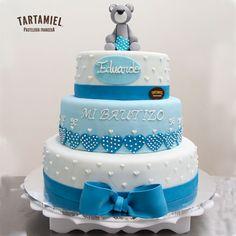Pastel de bautizo en fondant con osito de peluche. Impresionante pastel de pisos para bautizos, decorado completamente con fondant. Cake, Desserts, Food, Fondant Cakes, Baptisms, Awesome, French Tips, Tailgate Desserts, Deserts